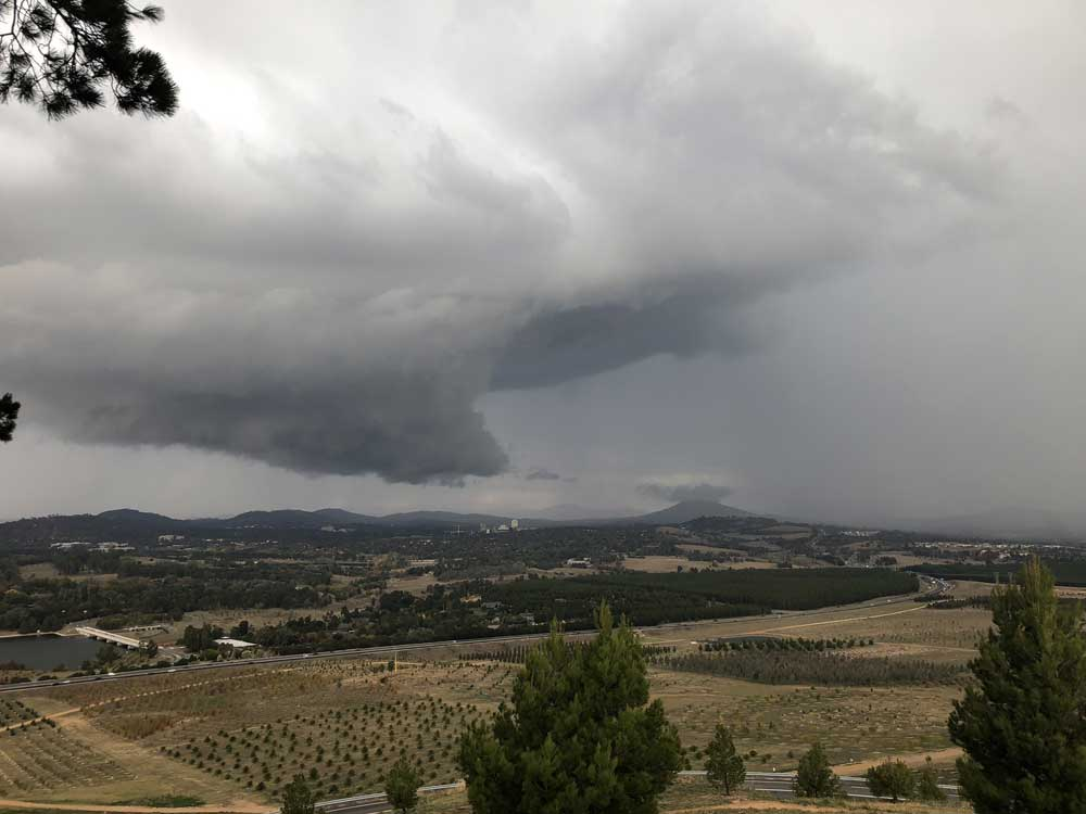 A wall cloud extends from a Cumulonimbus over Canberra, Australia. © Wayde Margetts