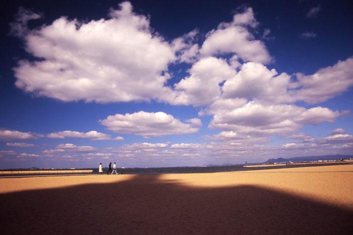 A fair weather cloud day over Momochi Seaside Park , Fukuoka City, Japan.