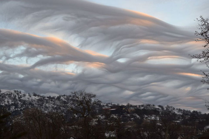 A sunset with asperitas formations over Stallion Springs, California, US.