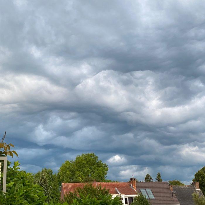 Asperitas over Oude God, Belgium